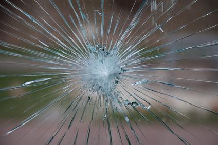 Vitrerie antibes bris de glace vitrage miroir installation for Reparation miroir